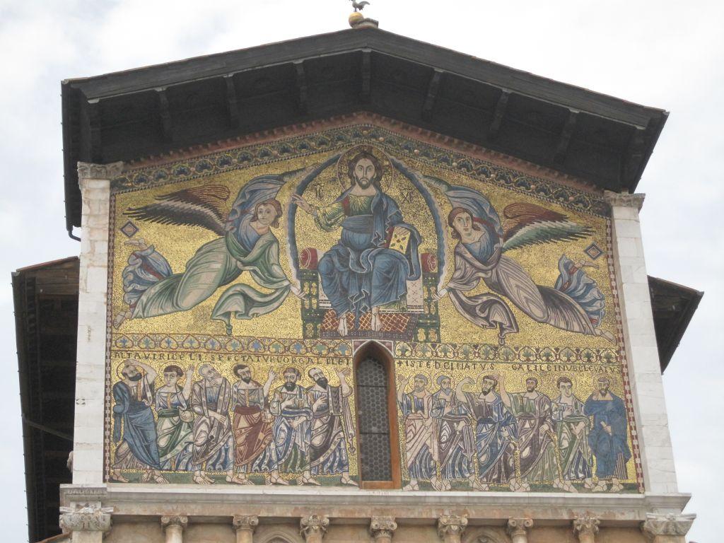 Kirkefront Lucca