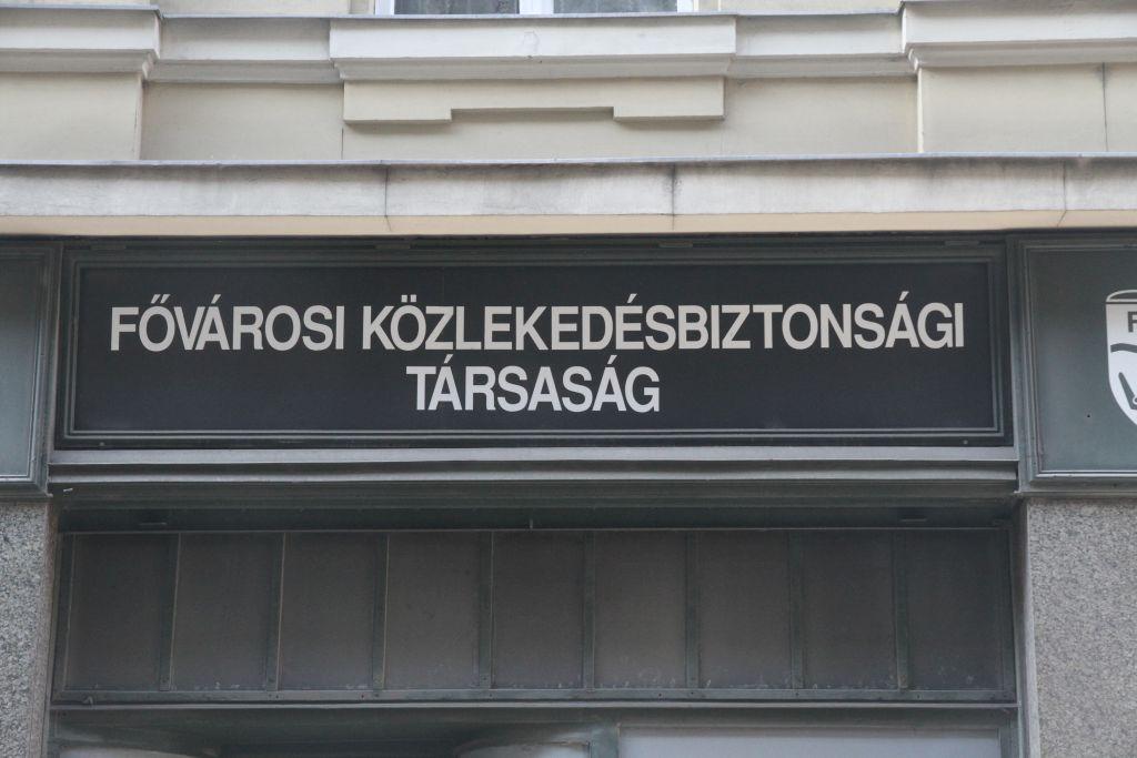 Ungarn - firmaskilt