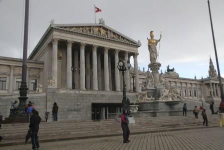 wien-parlament-1-449x300